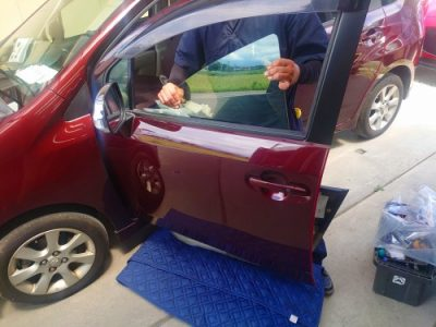 ガラスを追加した車のガラス交換に他のお車もも色々進行中~