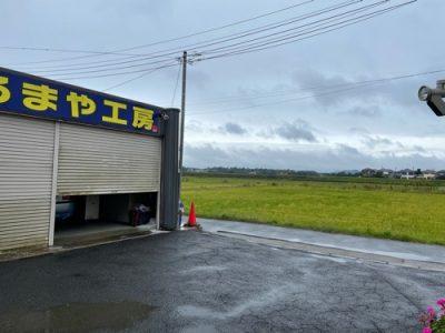 とても寒い雨降りの今日はセレナとトゥインゴの作業中